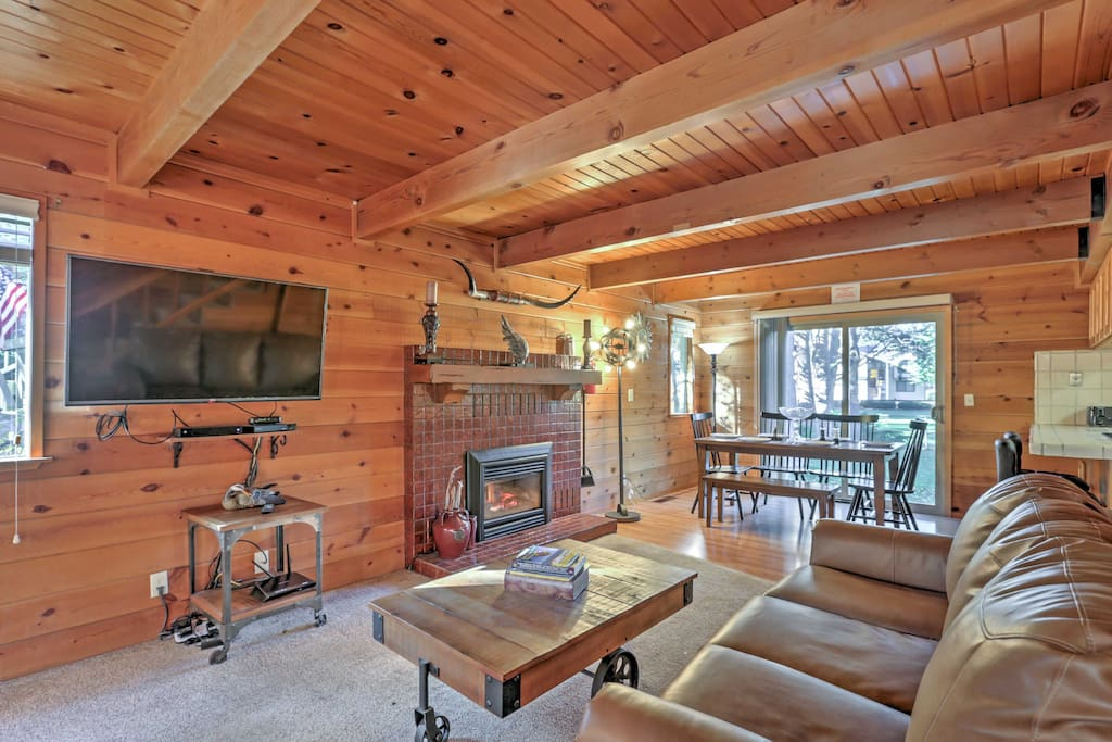 With 2,000 square feet of rustic living space, this home sleeps up to 10 guests.