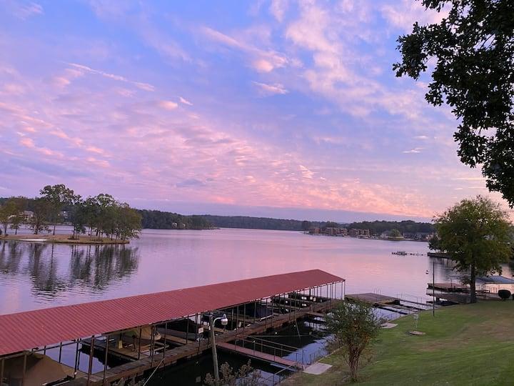 Gorgeous private condo on Lake Hamilton!