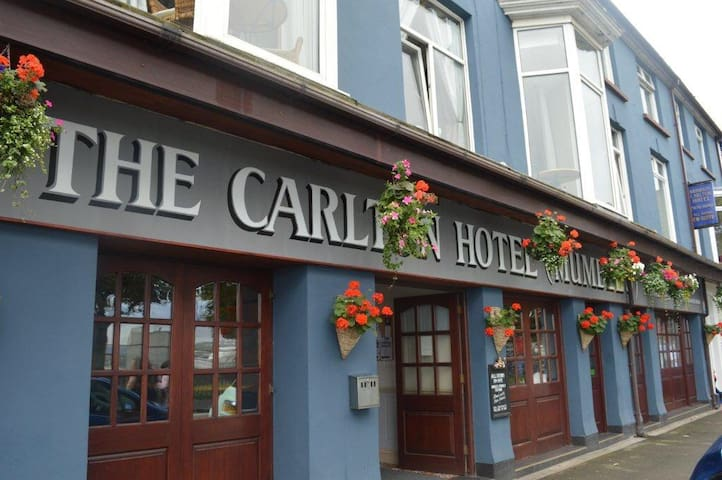 Traditional hotel located in the heart of Mumbles.