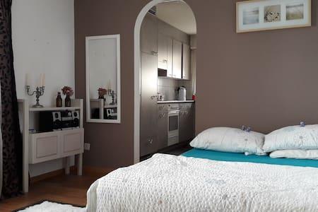 charmantes Zimmer mit Küche & Bad (alles privat)
