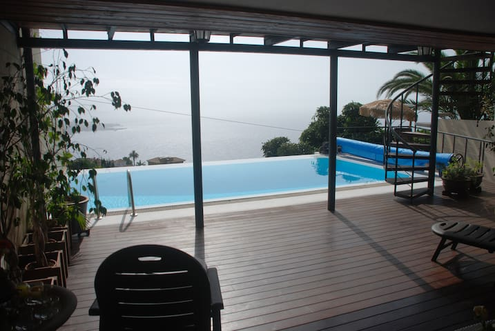 VILLA WITH AMAZING VIEWS AND HEATED POOL