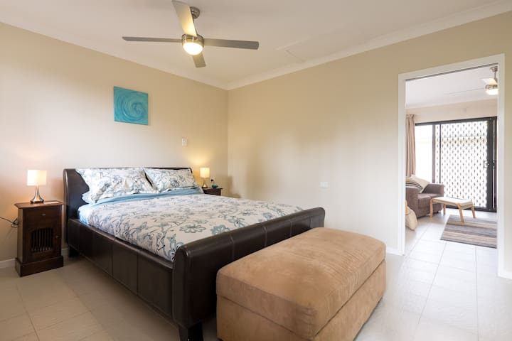 The Villa, D'Bay, 1 bedroom Self Contained Unit - Deception Bay - Villa