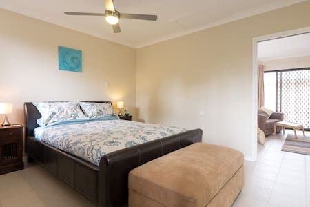 The Villa, D'Bay, 1 bedroom Self Contained Unit - Deception Bay