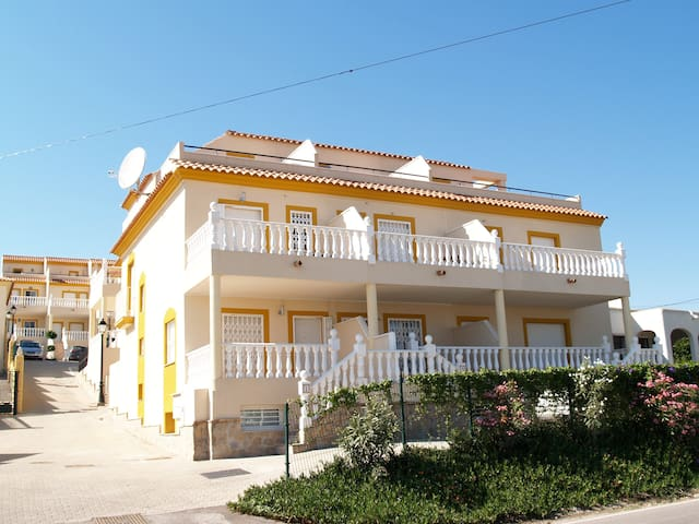 Gorgeous large 4 Bed Home - Palomares - Casa