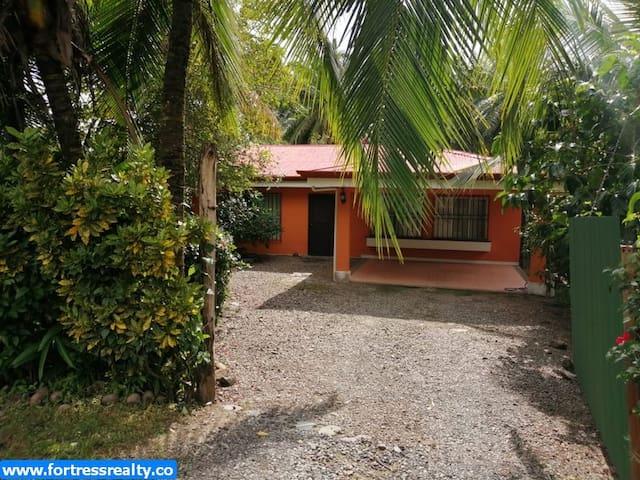 Casa Naranja Dulce, in beautiful quiet Matapalo