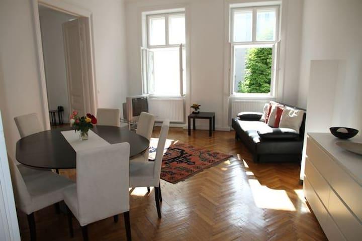 Großzügige Wiener Altbauwohnung am Rathaus - Wien - Flat