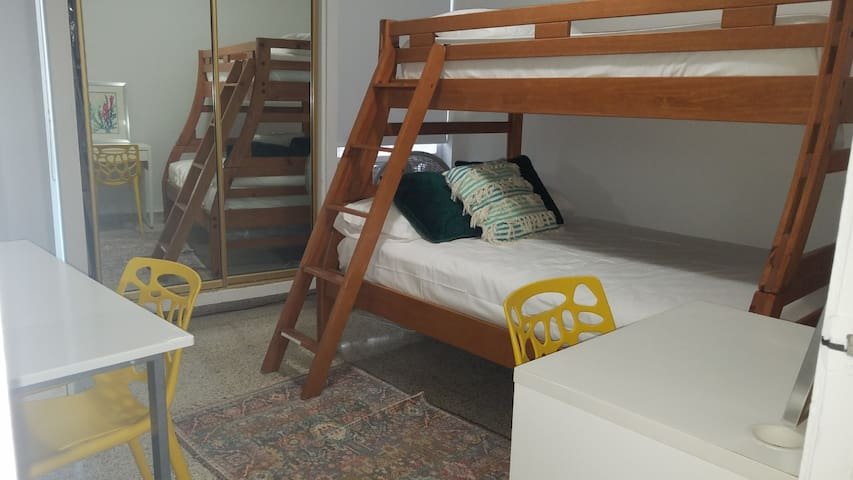 Third rom bunker bed Full & twin beds
