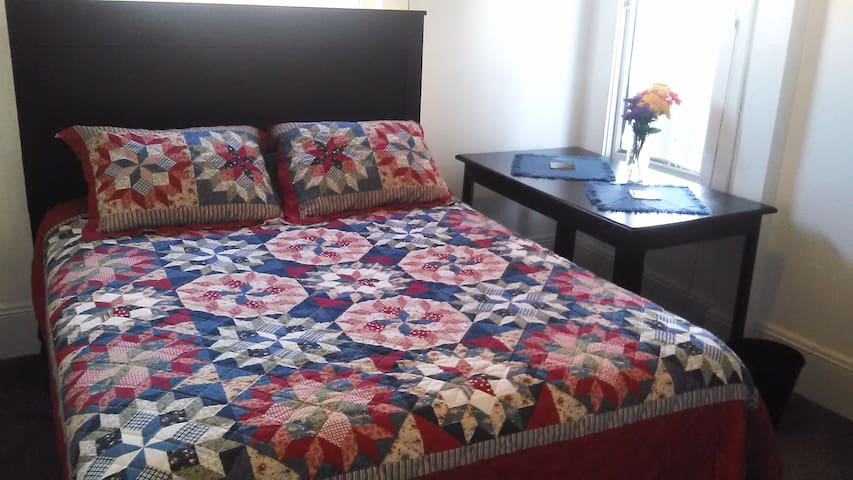Alamo Square - A nice cozy room
