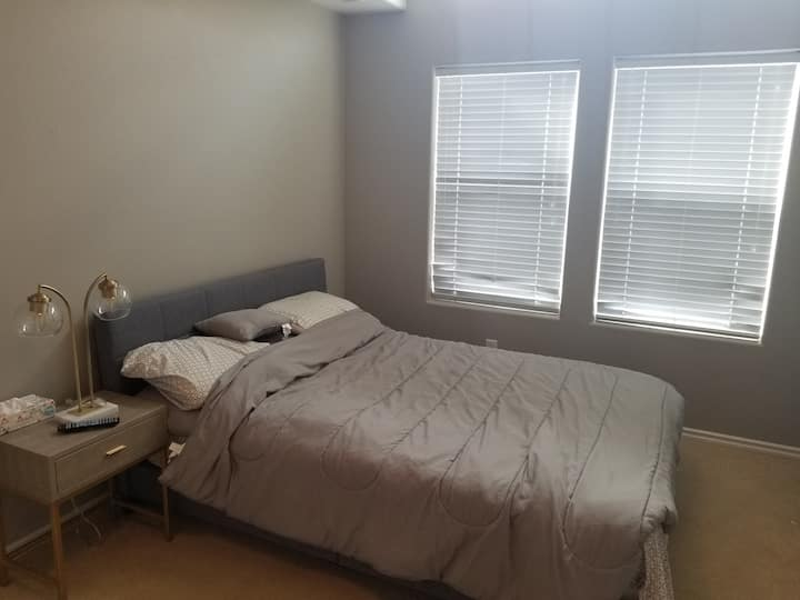 Charming room in Hillsboro, close to Intel, Nike