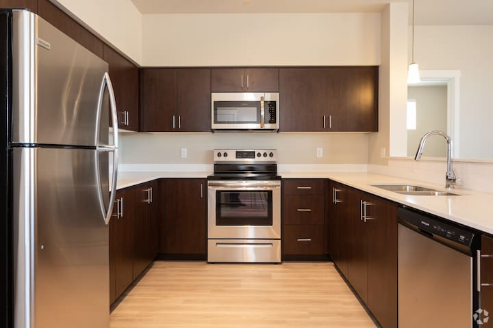 Upscale accommodations for 1-6mo lease options!!!