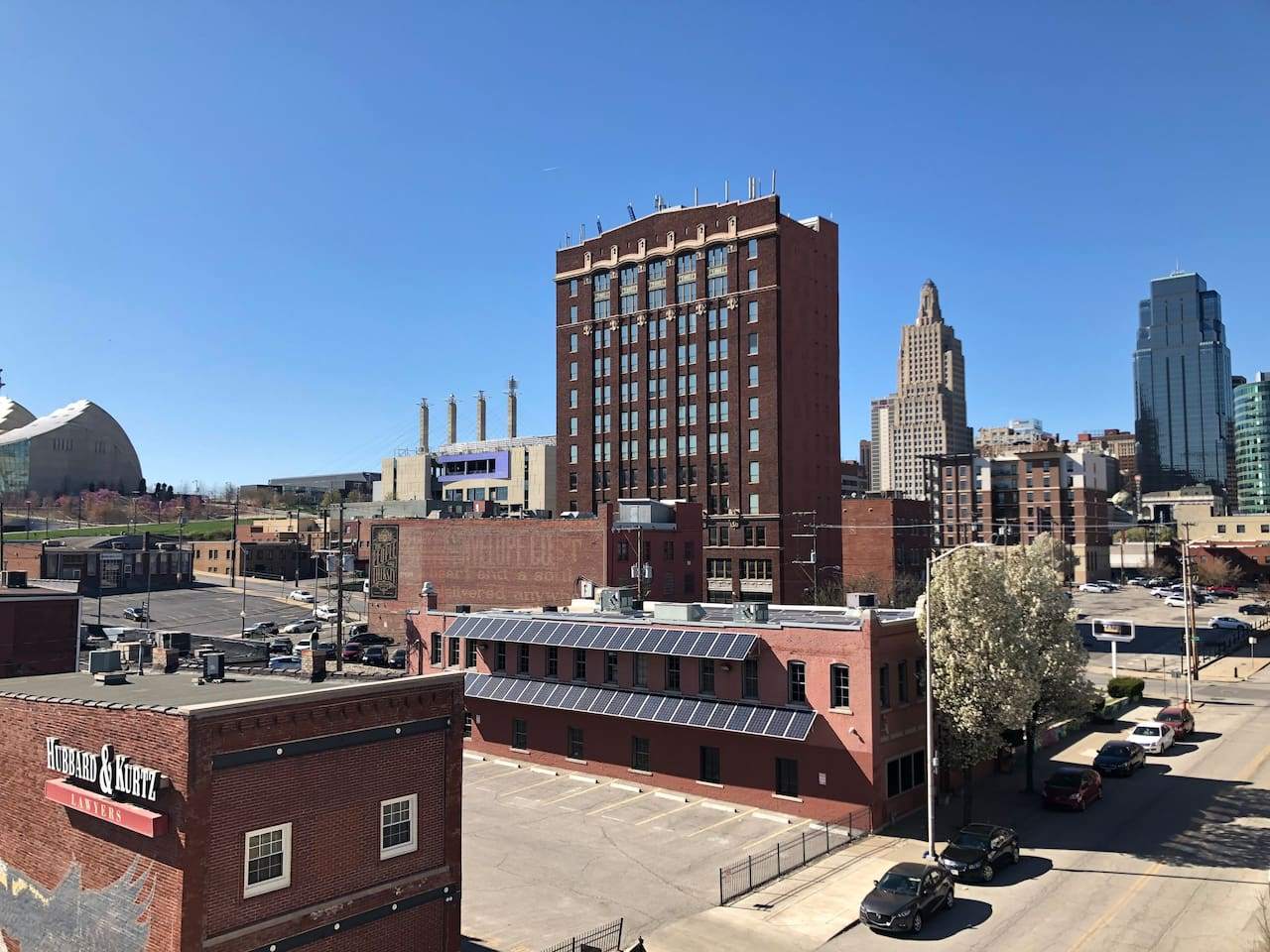 Spring is finally here! Best location for checking out this fun, walkable neighborhood! It is full of foodie delights, craft breweries and distilleries, jazz music, and street car access to downtown!