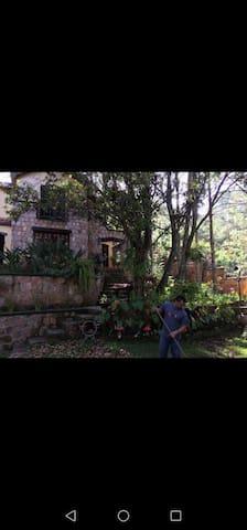 Casa chalet hubicada en Valle de angeles