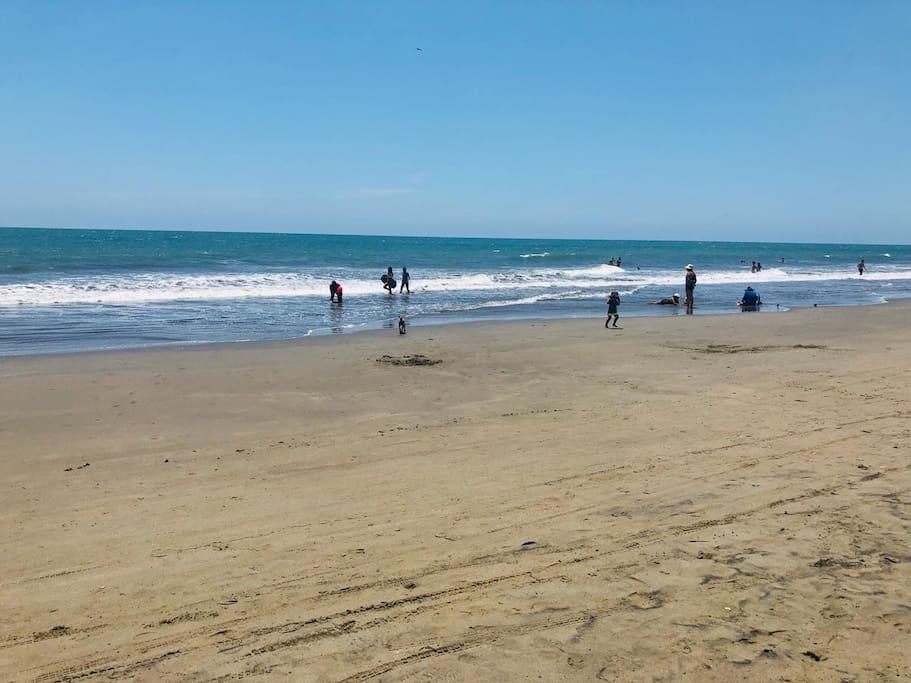 Playa amplia y no muy congestionada