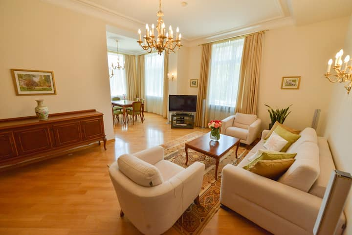 Fantastic 2 Bedroom Apartment on Nizami street!