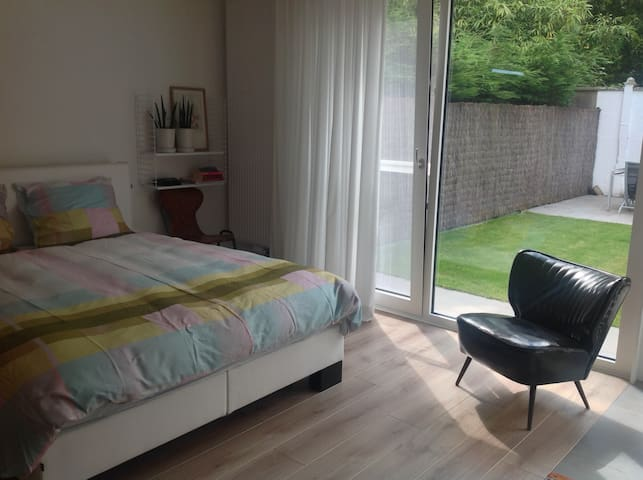 Lovely, private room near the center of Bruges - Brugge - Rumah