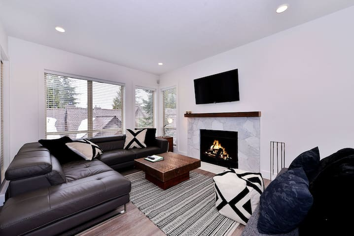 Painted Cliff Ski-in, Ski-out Luxury with serene mountain views, sleeps 6 (43)