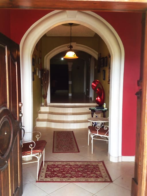 Warm welcome with a breath taking entry way, for a splendid getaway stay.