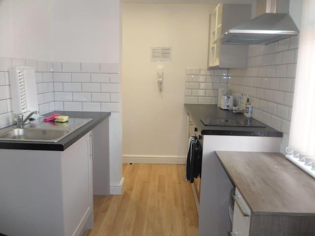 MK Cosy Apartments -  (Flat 2 studio
