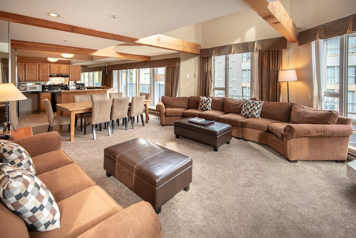 Spacious Loft w/Private HotTub in Whistler Village