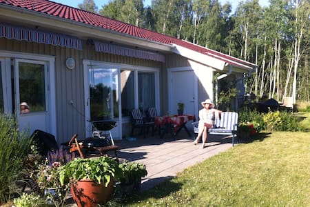 Fresh house near lakes, forest and bus 30 min to Göteborg!