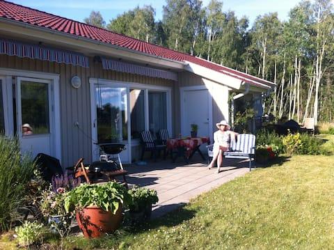Fresh house near lakes, forest and bus 30 min to Göteborg!