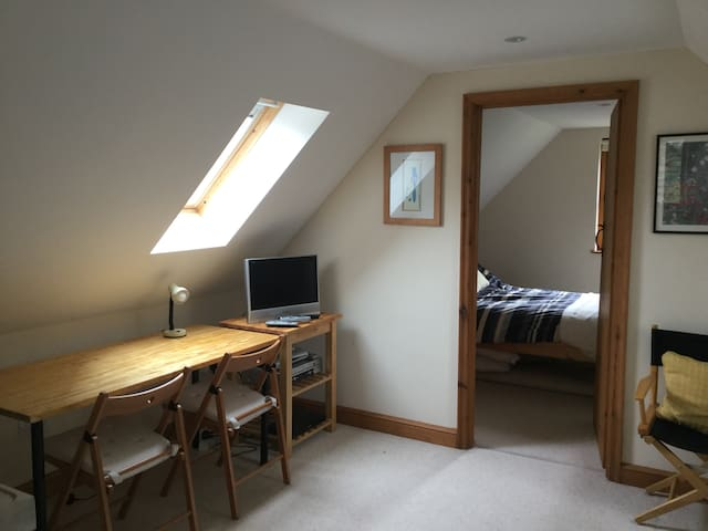 Self contained flat in quiet residential close.