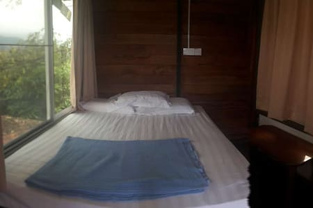 Nature Couple Queen Bed @ Rasa Sayang Cottage - Kota Kinabalu - Lodge immerso nella natura