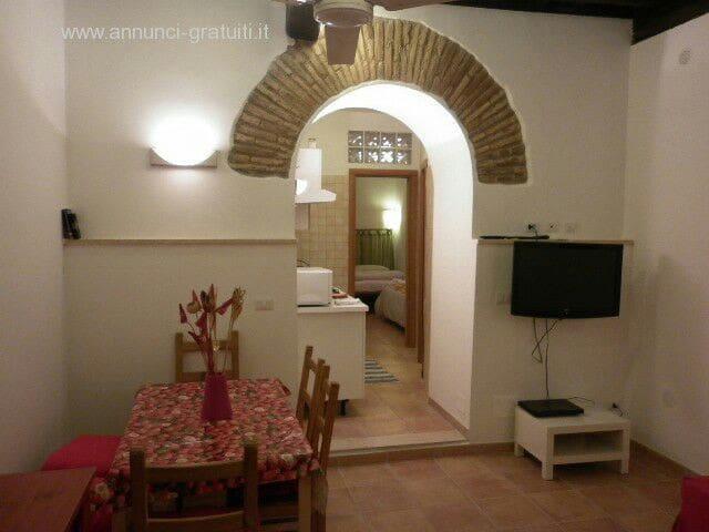 Campo de' Fiori two-room apartment.