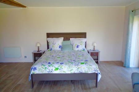 Chambre spacieuse tout confort à la campagne. - Vitry-aux-Loges - Gästehaus