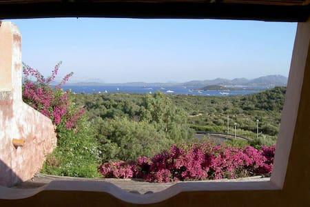 ROMANTICO NIDO SOPRA LISCIA RUJA! - Porto Cervo - Hus