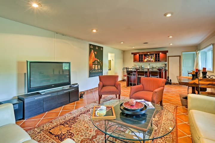 Contemporary Cincinnati Apt w/WiFi Mins to Kenwood