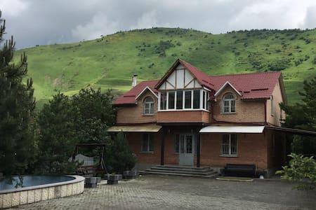 Дом в посёлке Фиагдон