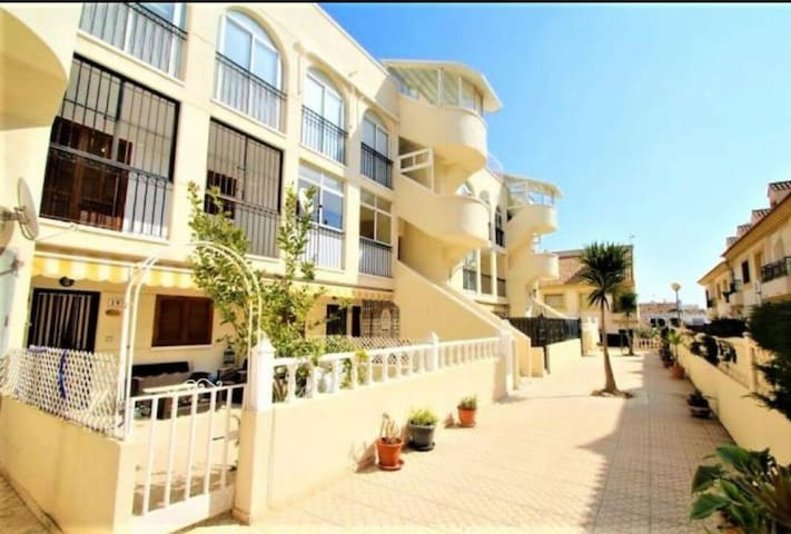 Apartamento Rosi 5 minute walk to La Zenia Beach.