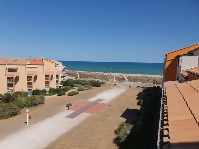 Appartement dans résidence bord plage vue sur mer