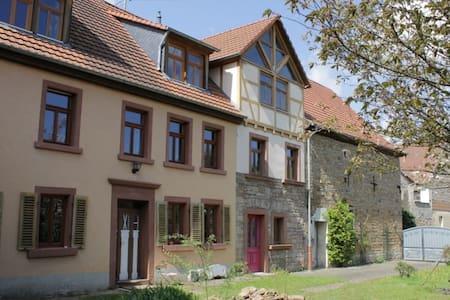 Zimmer (#3) auf ehem Bauernhof mit großem Garten - Imsweiler