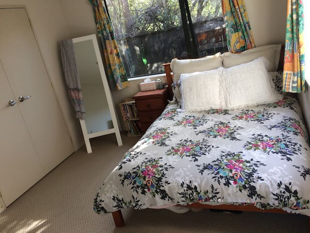 Comfy, clean and airy room in Mt Albert! - Auckland - Haus