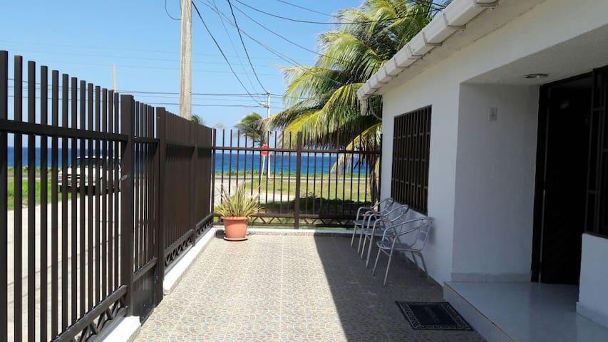 Habitación Con Aire Acondicionado frente al mar - 산 안드레스(San Andrés) - 단독주택