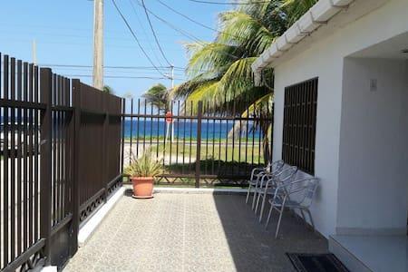 Habitación Con Aire Acondicionado frente al mar - San Andrés