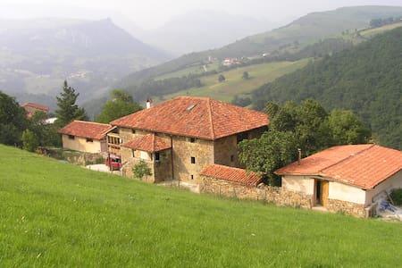 ALBERGUE RURALpara grupos grandes - Sangas - Rumah