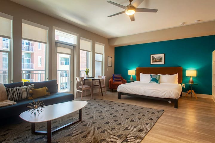Kasa Denver | Studio with Free Parking, Self Check-In | Union Station