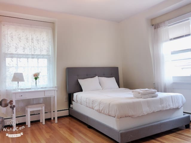"""BRAND NEW PREMIUM QUEEN BED"" PRIVATE ROOM 12-A"