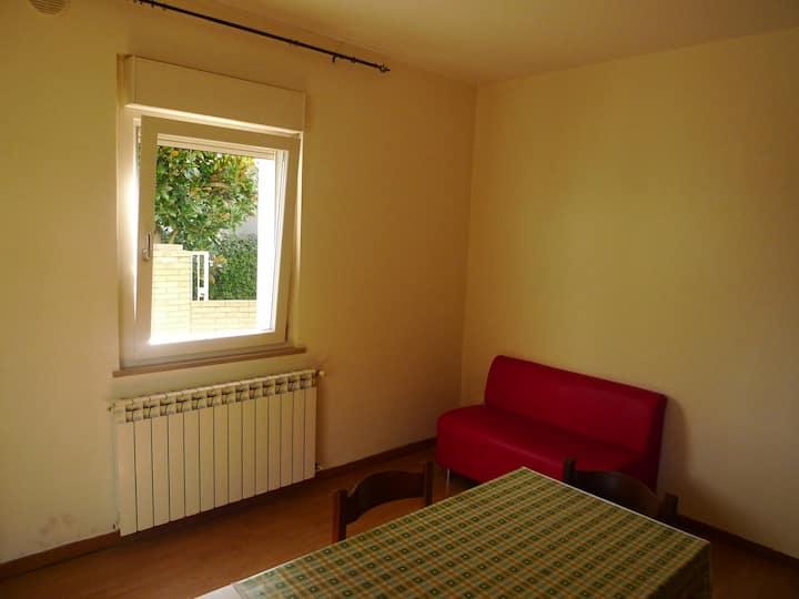 Appartamento con cortile e posto auto