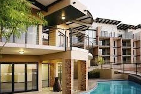 The Kennedy; Bedfordview - Germiston - Lakás