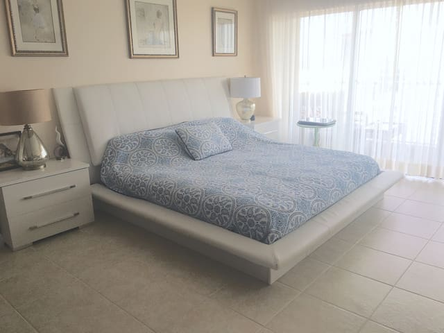 Ocean view apartments, 2 min from beach - Hallandale Beach - Apartamento