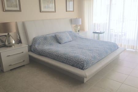 Ocean view apartments, 2 min from beach - Hallandale Beach - Wohnung