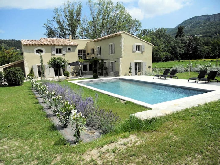 Exceptional holiday house with pool, in Souspierre, Drôme provençale