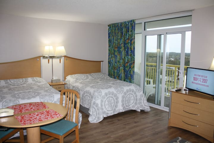 Ocean/City Views Studio w/Kitchenet - North Myrtle Beach - Apartamento