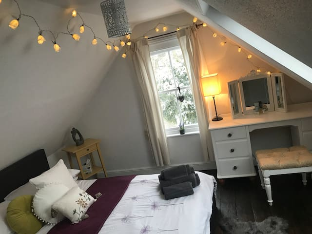 Cosy Cottage Loft Room in The New Forest