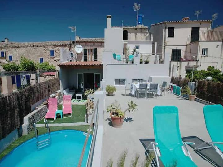 Beautiful house in the village of Campanet with pool and air conditioning