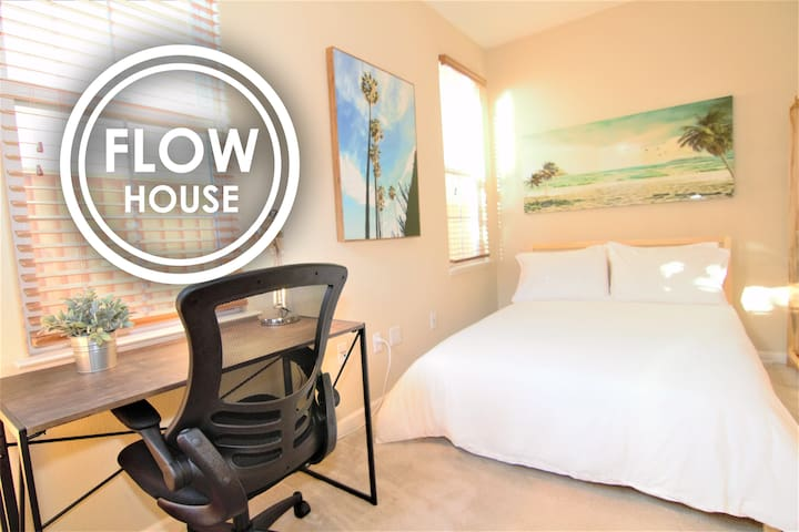 CLEAN SECLUDED BEDROOM | Director's Hideout
